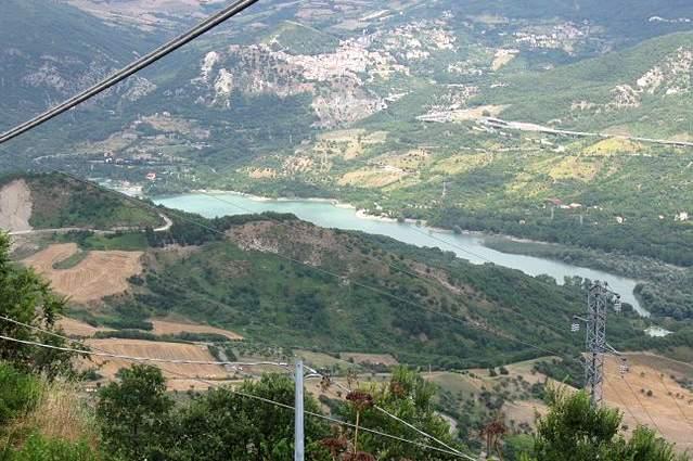 Lago di Bomba – Natura incontaminata e florida vegetazione
