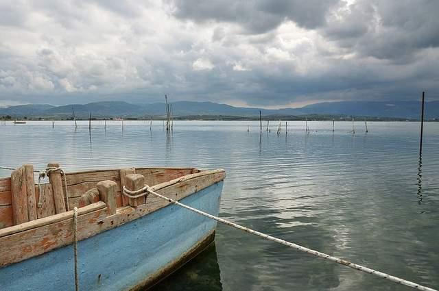 Lago di Varano tra pittoreschi paesaggi e leggende misteriose