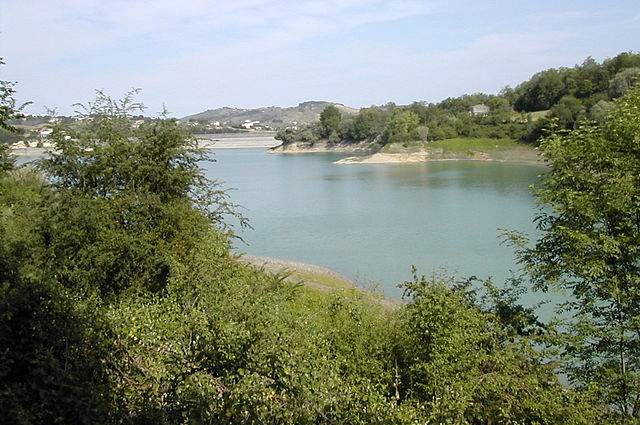 Lago di Penne e la riserva naturale