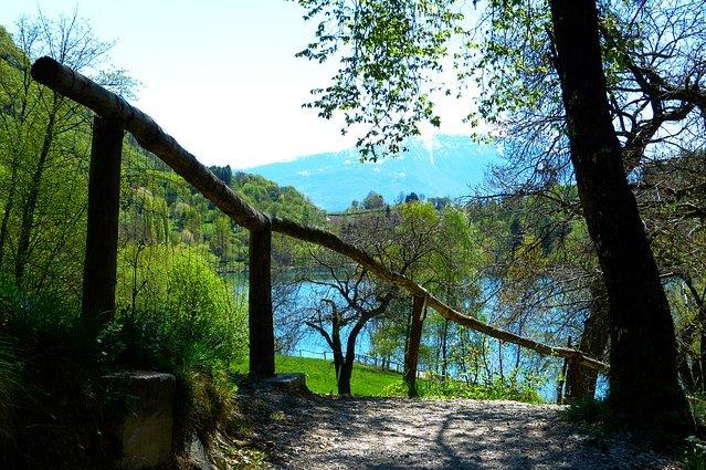 Via per il lago di Tenno